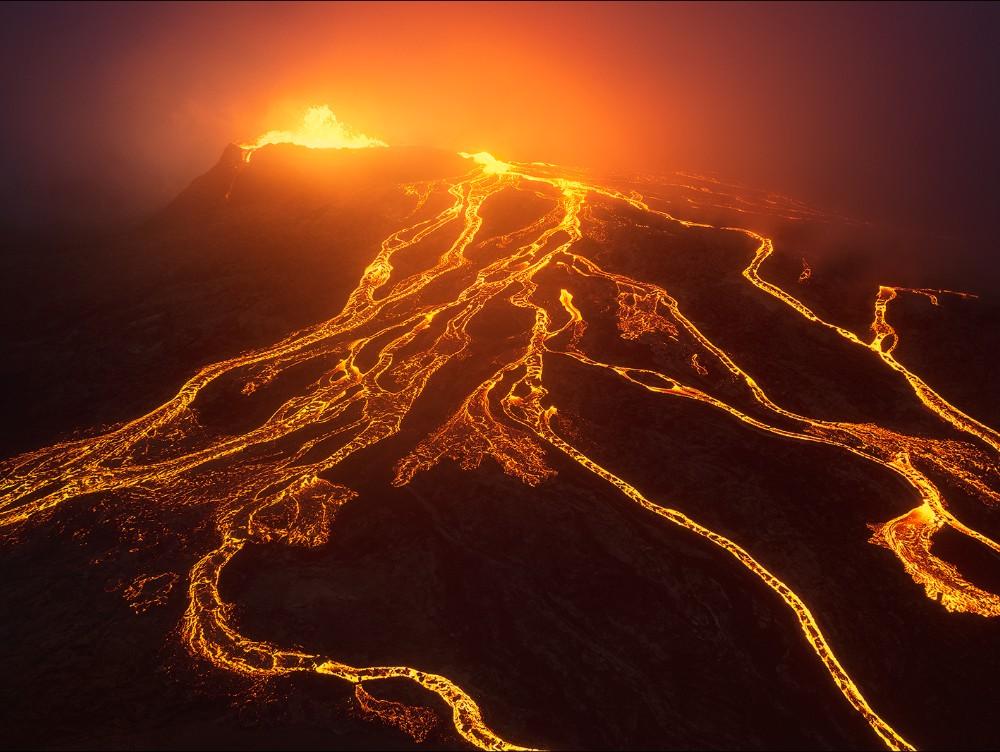 Islanda: cea mai îndelungată erupţie vulcanică din ultimii 50 de ani VIDEO