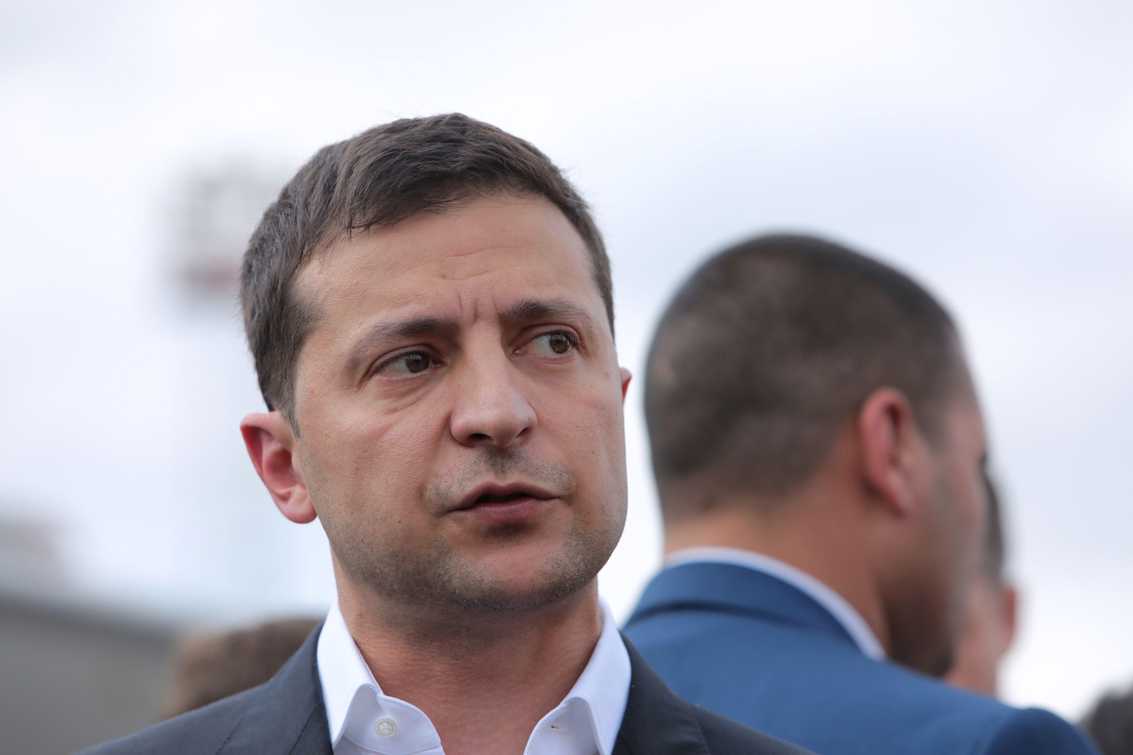 """Volodimir Zelenski promite """"o ripostă puternică după tentativa de asasinat care a vizat un consilier(...)"""