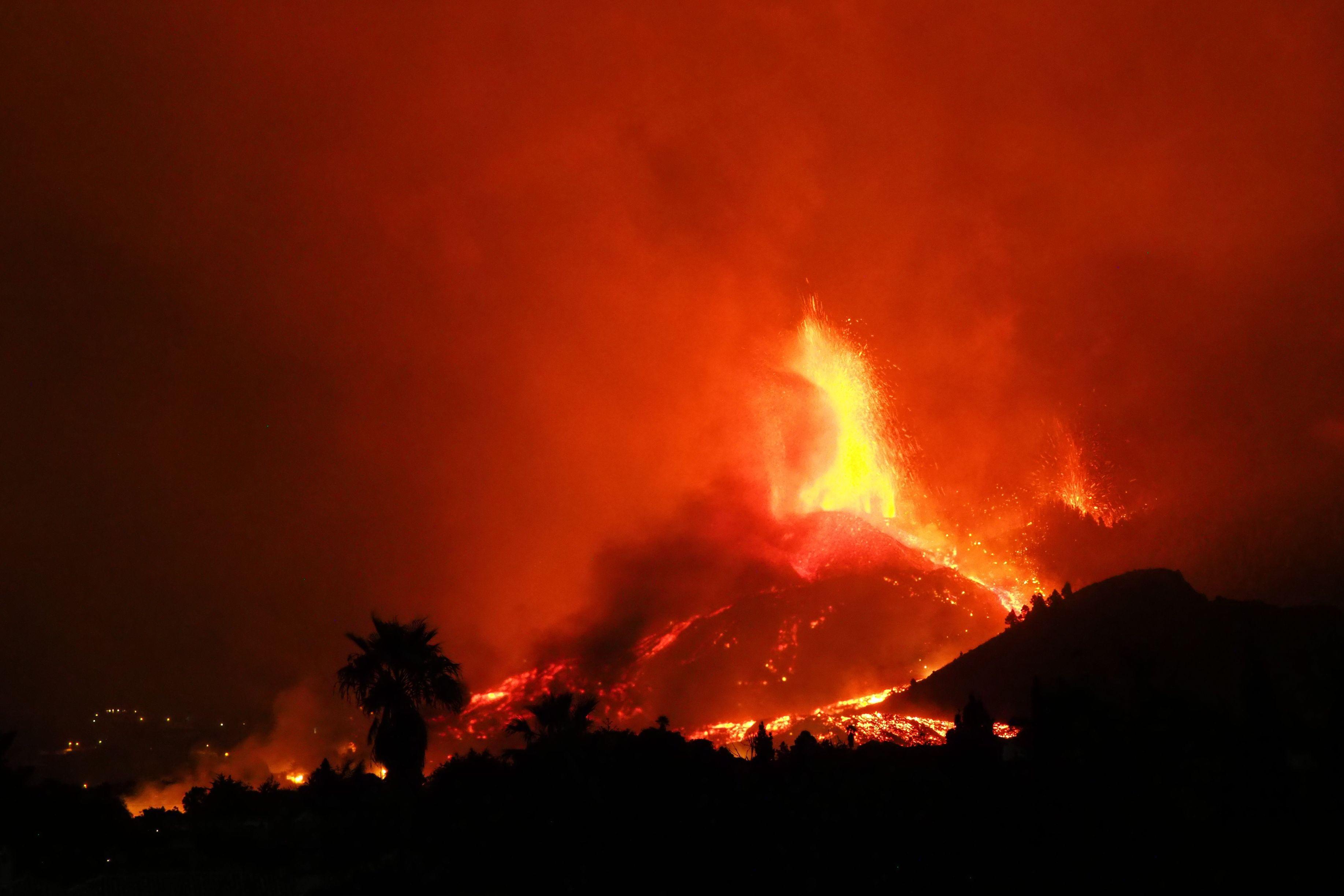 Norul de gaze provocat de erupţia vulcanului din La Palma este deasupra Europei. Cenuşa vulcanică a ajuns şi în România