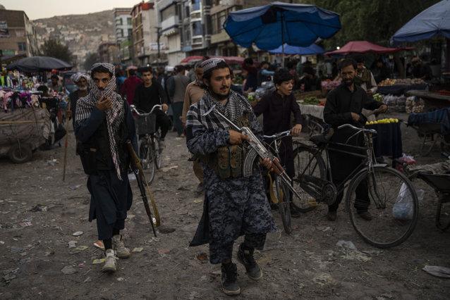 Afganistan: Talibanii interzic frizerilor din provincia Helmand să scurteze bărbile|EpicNews