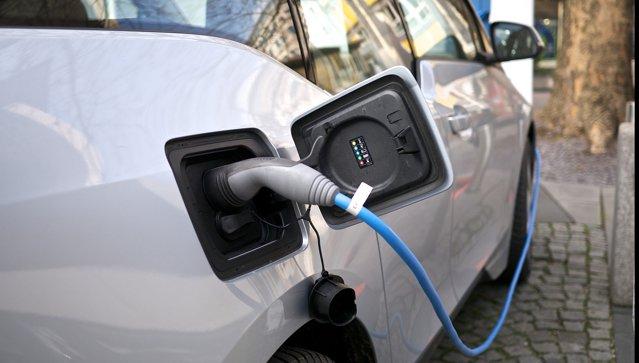 O ţară din Europa acorde sume record pentru subvenţiile destinate achiziţiilor de maşini cu emisii reduse|EpicNews