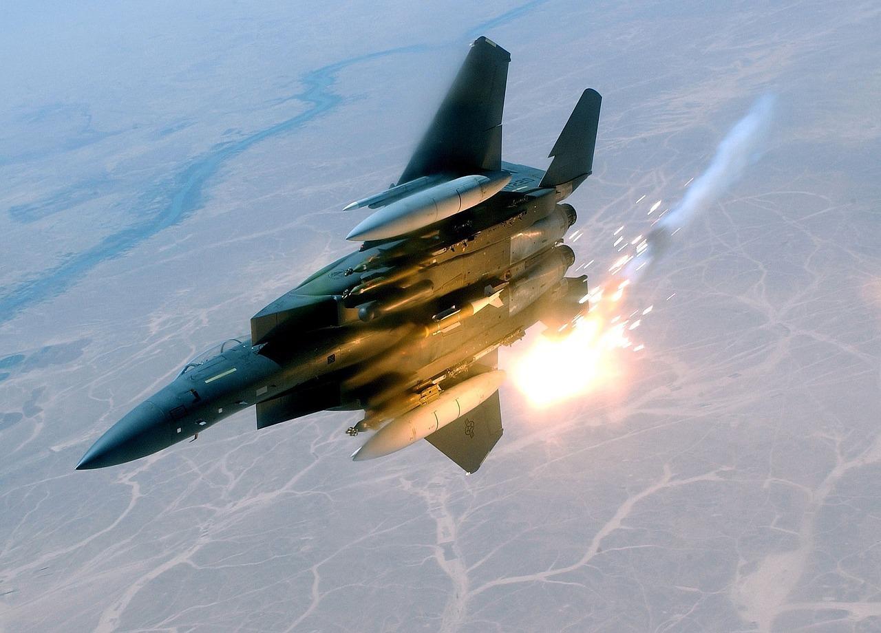 Israelul a bombardat poziţii din Siria ale organizaţiei islamiste Hezbollah