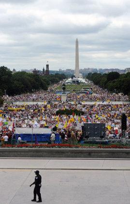 Proteste la Washington împotriva politicii lui Obama