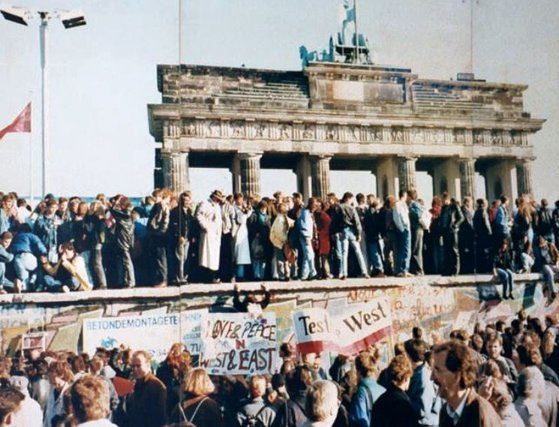 Imaginea articolului #revolutions. 30 de ani de la căderea Zidului Berlinului: De la Zidul Ruşinii, la bucuria libertăţii