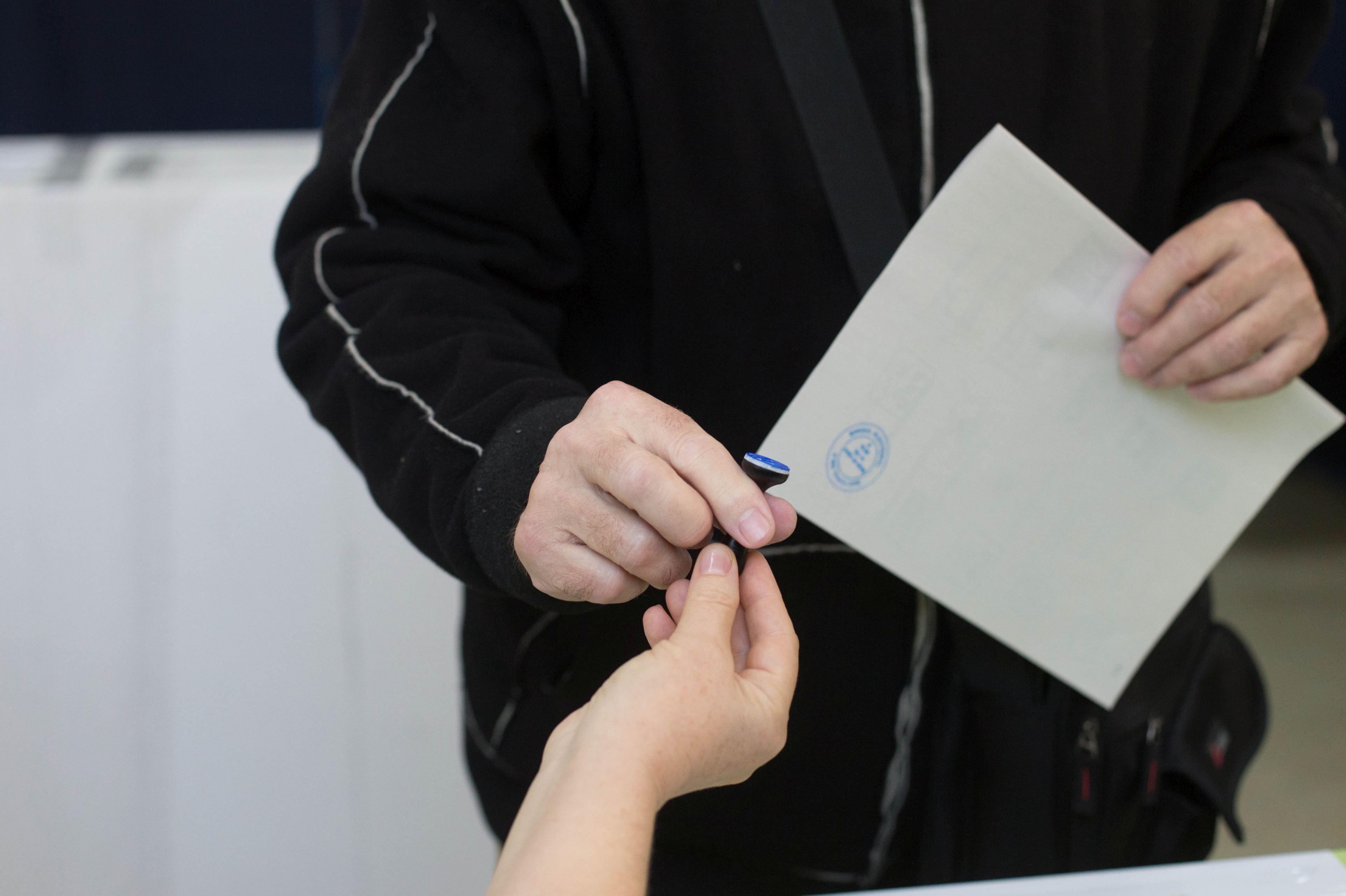 Rezultate provizorii alegeri prezidenţiale 2019, după numărarea a 100% din voturi: Iohannis - 36,65%, Dăncilă - 23,79%, Barna - 13,99%