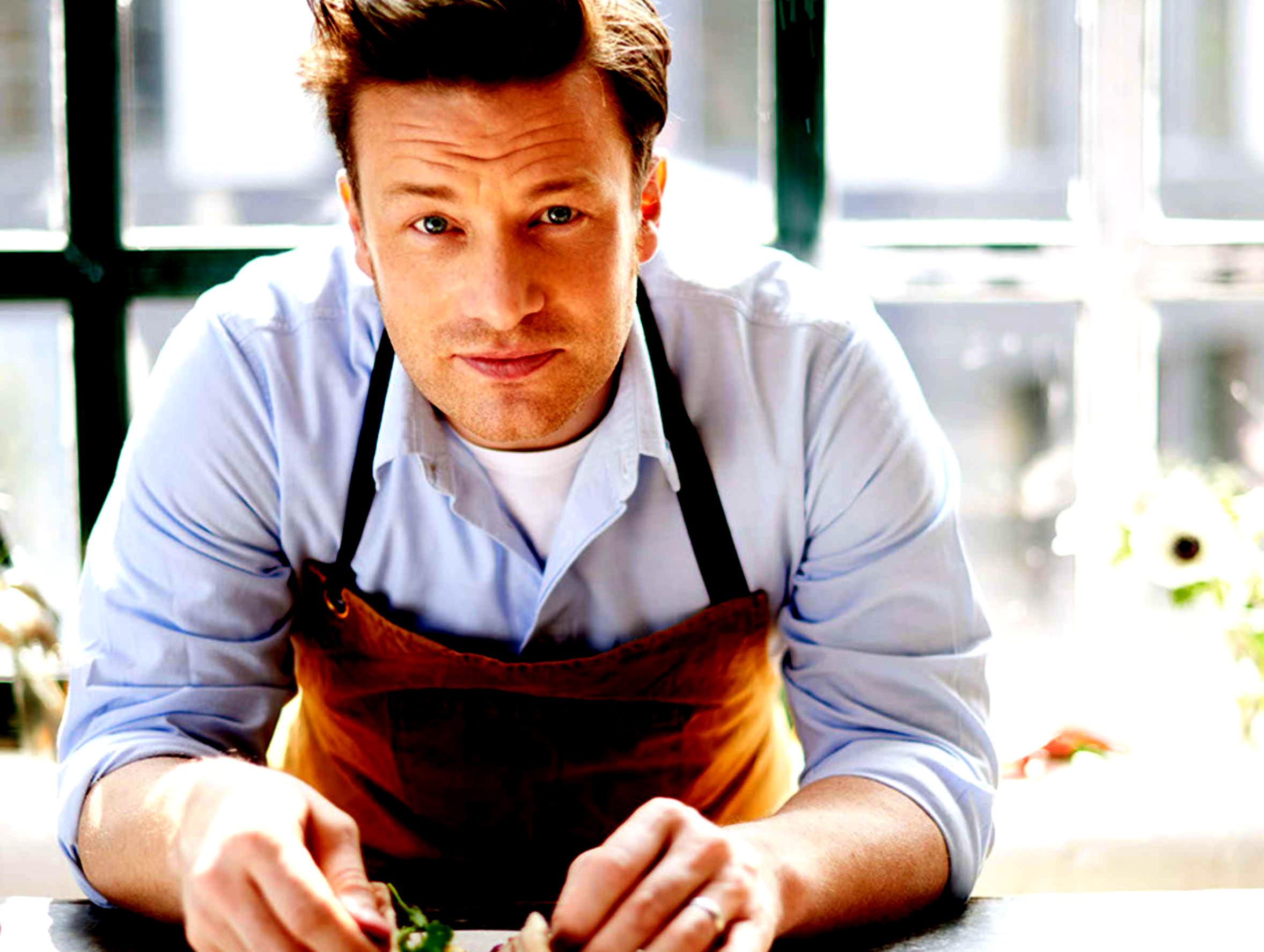 Chef Jamie Oliver a slăbit 12 kilograme mâncând mai mult decât înainte