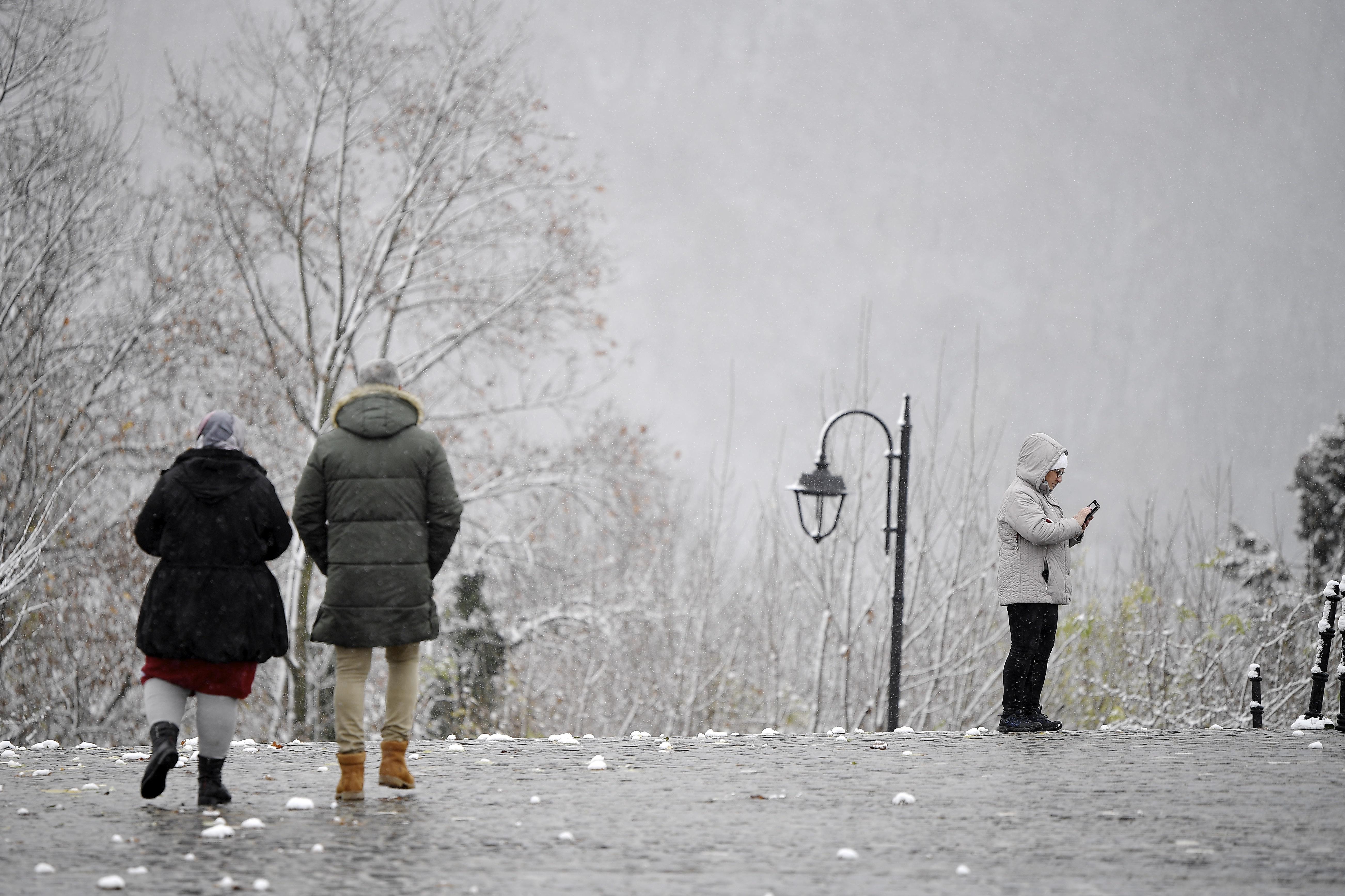 Cum ne protejăm articulaţiile la frig. Nu temperaturile scazute sunt principala cauză a accentuării simptomatologiei(...)
