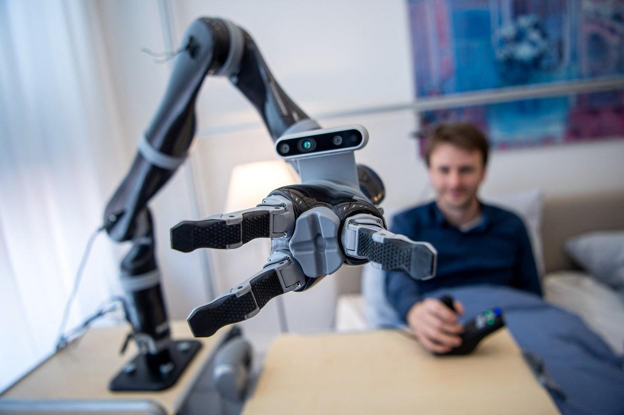 Un braţ robotic a fost învăţat să facă o sculptură