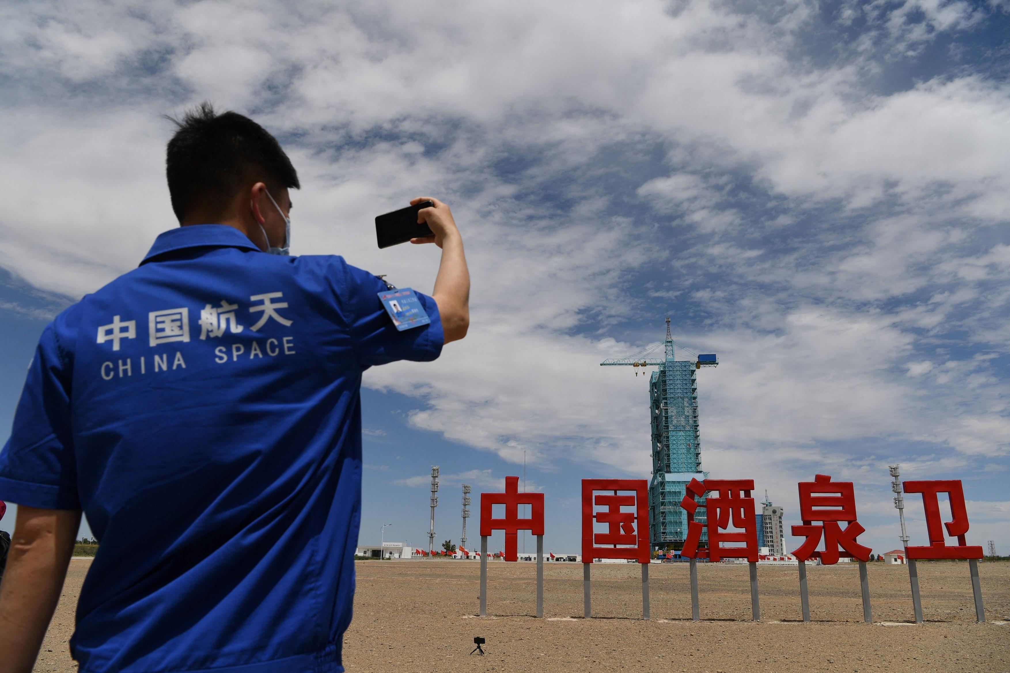 Numărătoare inversă pentru misiunea Shenzhou-12. China trimite astronauţi în premieră, pe Staţia Spaţială proprie