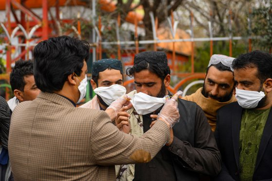 Imaginea articolului Iranul, acuzat că ascunde adevăratele efecte ale epidemiei de coronavirus, după apariţia unor imagini din satelit