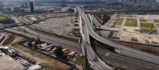 Imaginea articolului VIDEO | Ce vrăji mai face coronavirusul: au dispărut maşinile din Milano / Ce condiţii trebuie îndeplinite pentru a putea folosi autoturismul