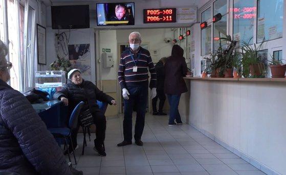 Imaginea articolului Primăriile trebuie să ajute bătrânii singuri astfel încât să nu mai iasă din case