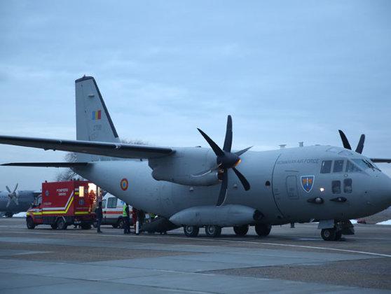 O aeronavă C-27 J Spartan a Forţelor Aeriene Române a adus azi 100.000 de măşti din Turcia
