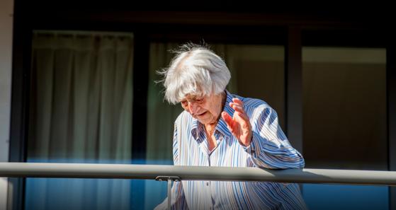 O femeie de 107 ani s-a vindecat de COVID-19. Este cea mai vârstnică persoană care învinge coronavirusul