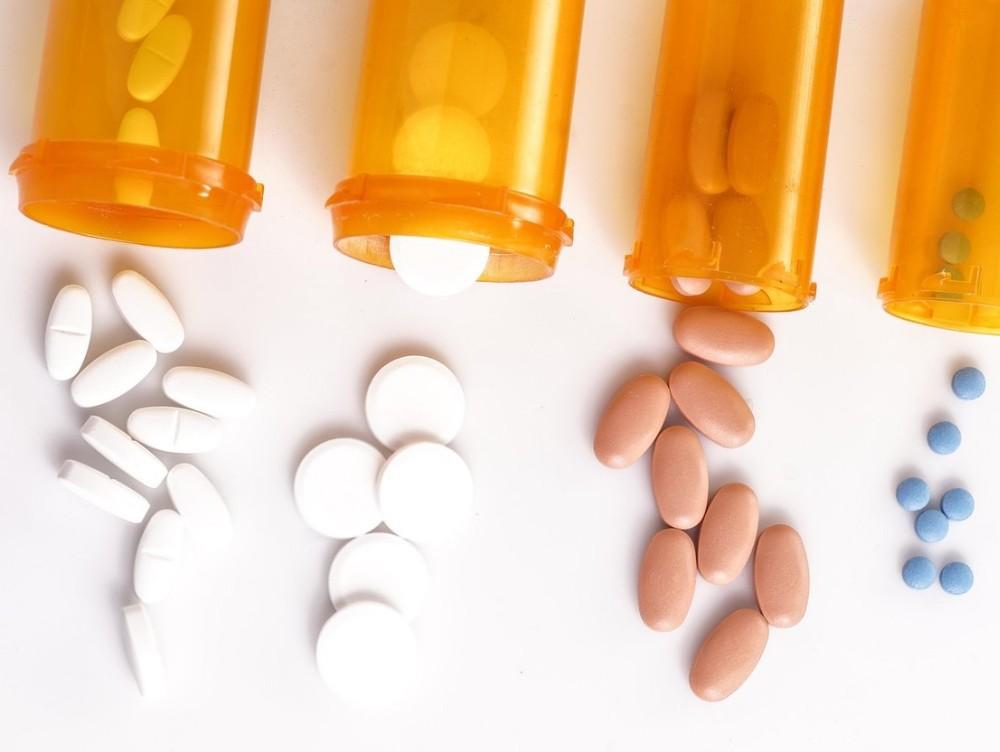 Comisia Europeană va lansa o nouă strategie privind mijloacele terapeutice pentru tratarea COVID-19