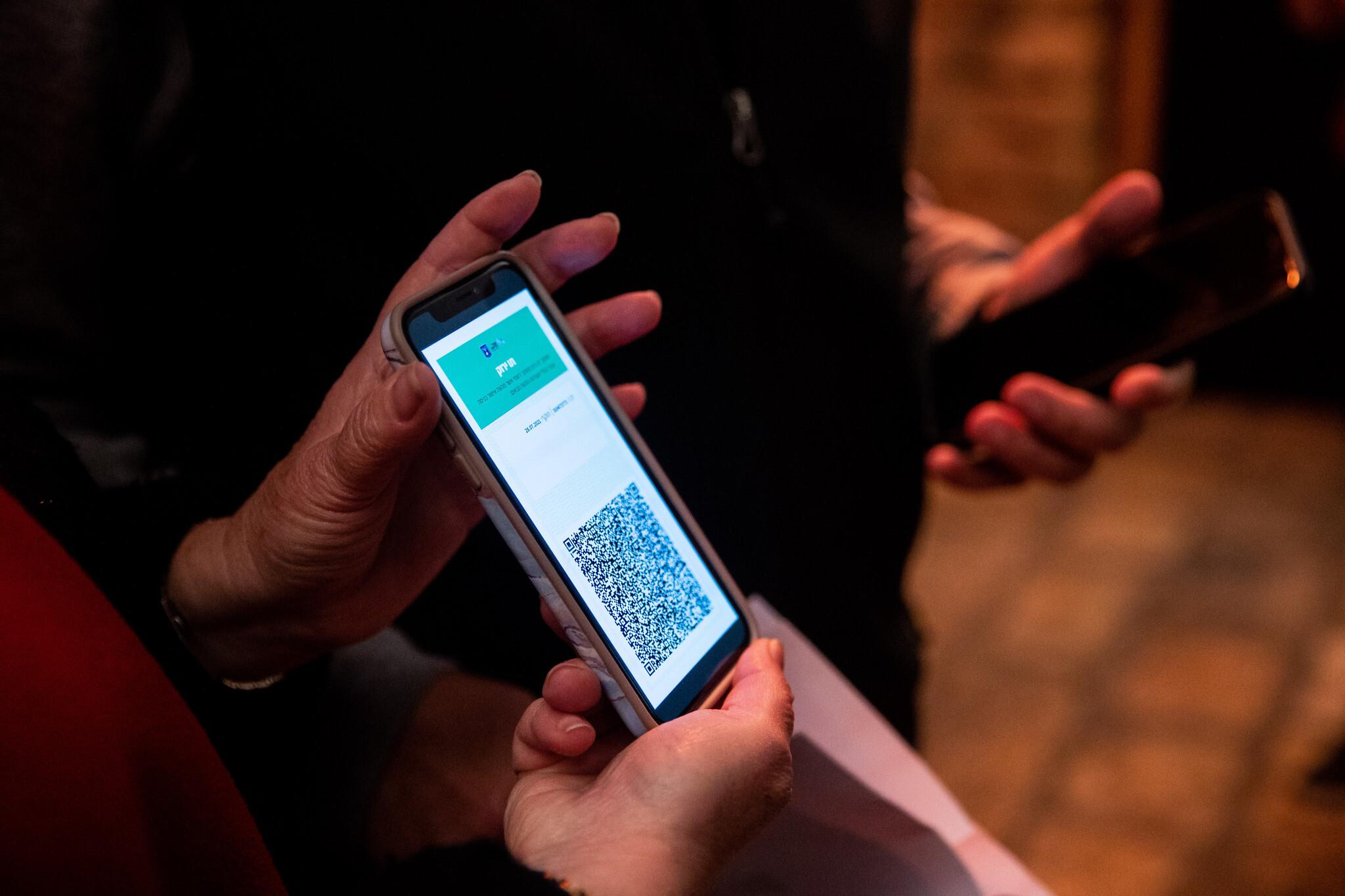 """Accesul în restaurante, atracţii turistice şi săli de sport va fi permis doar persoanelor considerate imune la COVID-19 sau testate. Israelul reintroduce programul """"Green Pass"""""""