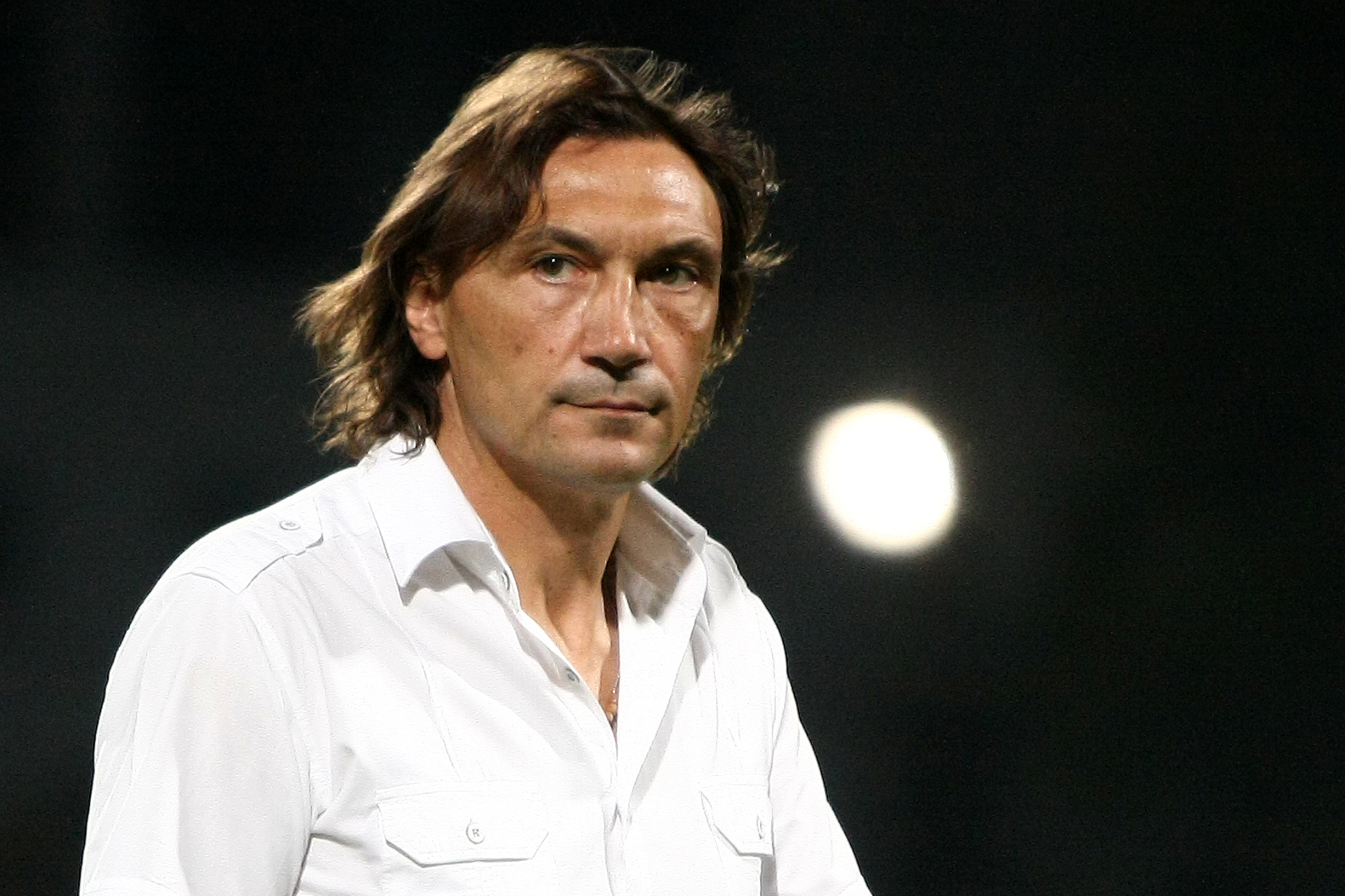 Dinamo tremură pentru sănătatea fotbaliştilor săi, după ce antrenorul Dario Bonetti a anunţat că are(...)