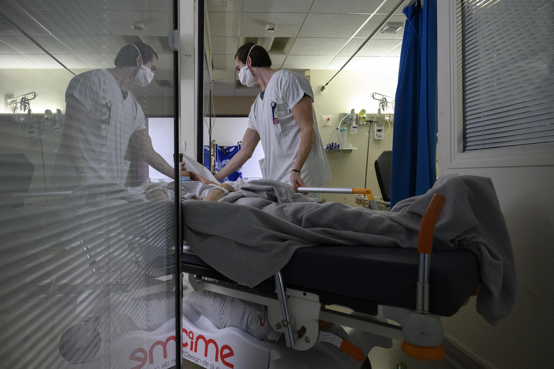 A început transferul pacienţilor cu COVID, aflaţi în stare critică, la spitale din Ungaria