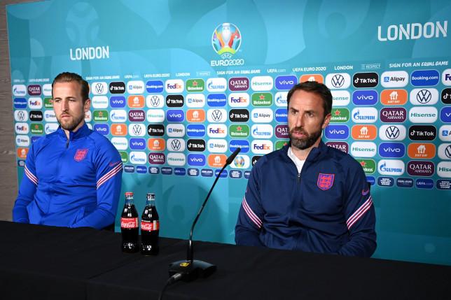 EURO 2020: Englezii Southgate şi Kane apără Coca Cola