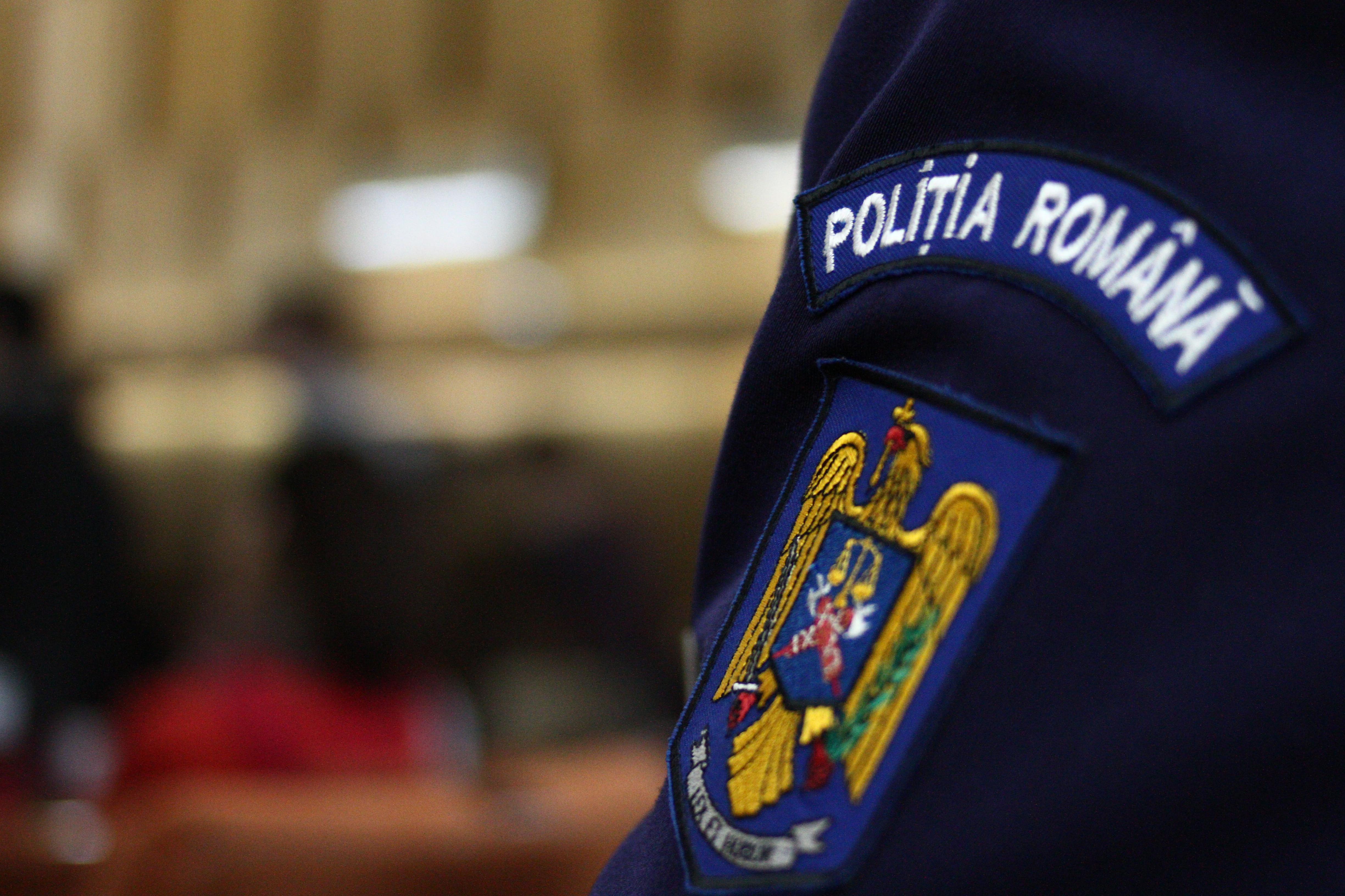 Anchetă la Poliţia din Arad, după ce un poliţist ar fi bătut o femeie pentru că nu purta mască