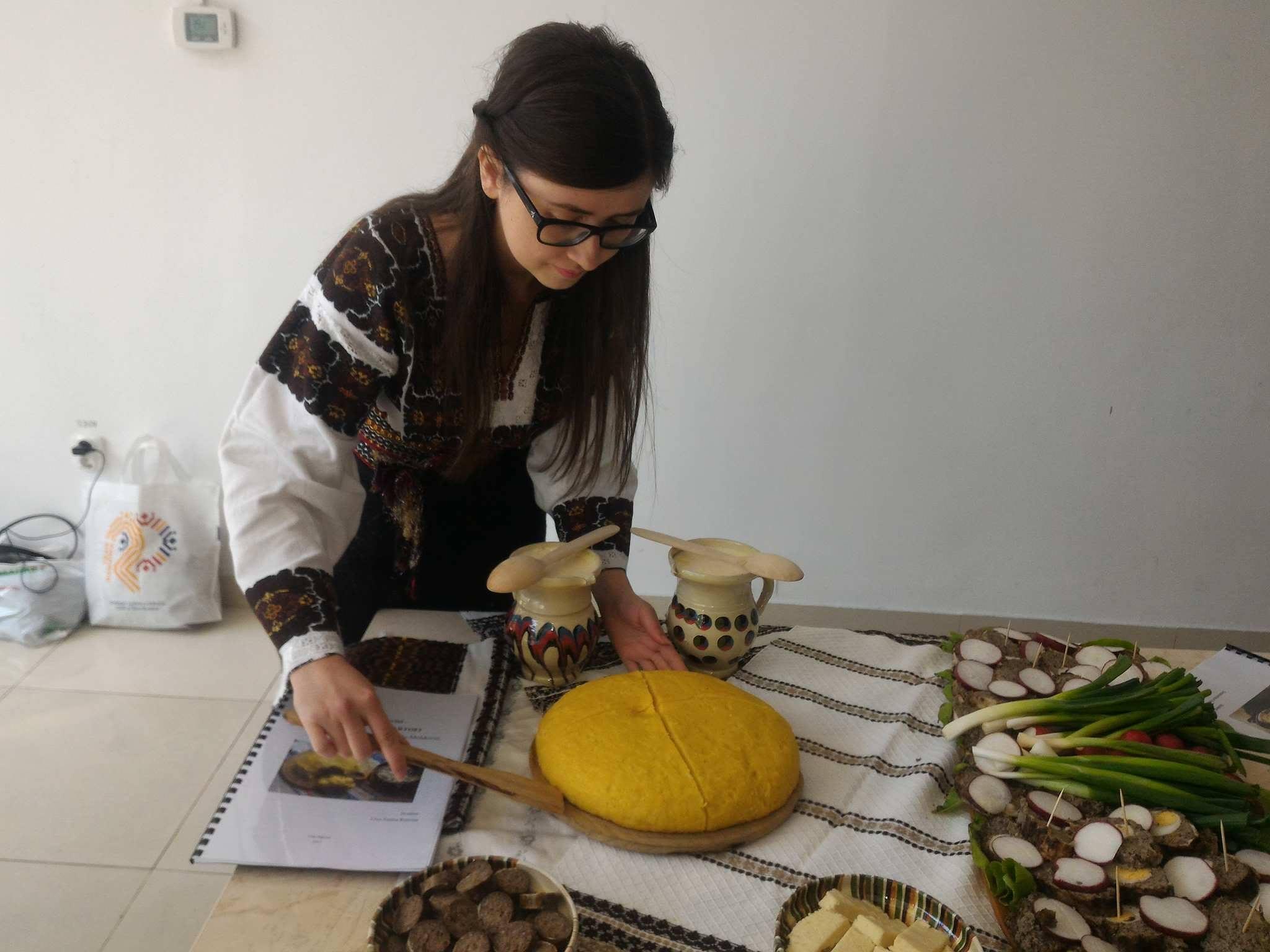 GALERIE FOTO Moşcoarna, seva de mesteacăn sau ţuica din gutui, produse tradiţionale reînviate de studenţii din Cluj-Napoca
