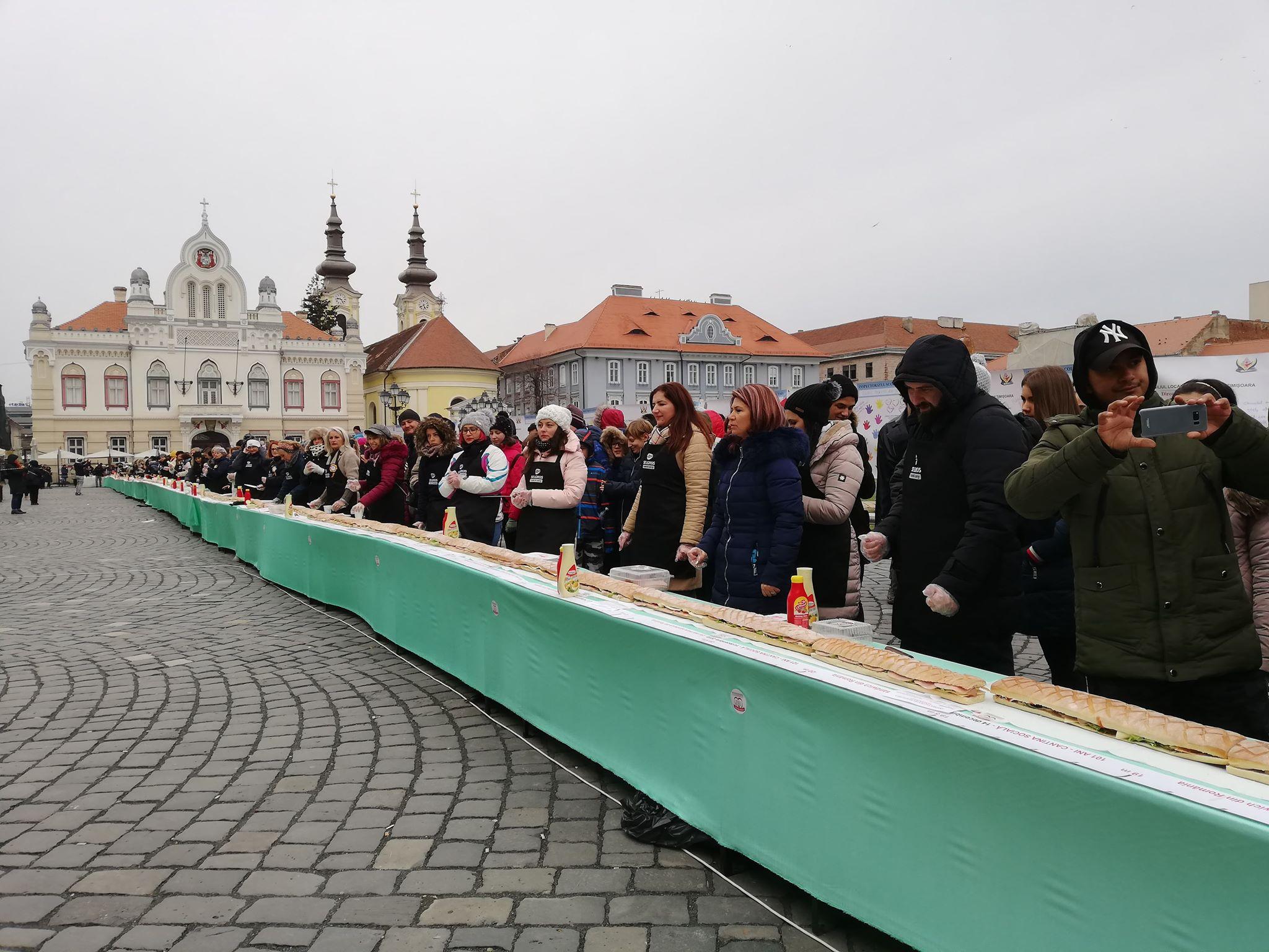 Cel mai mare sandwich din România, de 101 metri, realizat în centrul Timişoarei | GALERIE FOTO, VIDEO