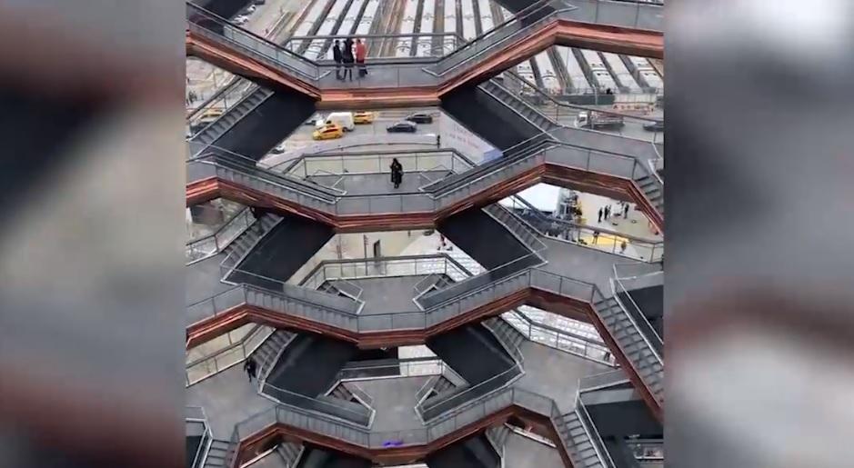 """IMAGINILE ZILEI: """"Vessel"""" (Vasul), una dintre cele mai impresionante clădiri din lume, inaugurată în New York"""