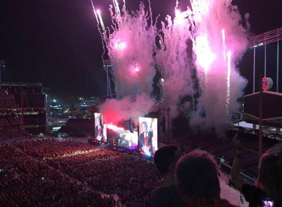 Imaginea articolului Surpriză la final de concert. Trupa The Beatles, reunită pe jumătate, în aplauzele a zeci de mii de fani | VIDEO