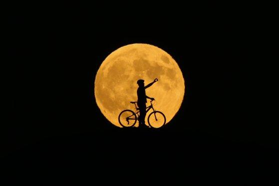 Imaginea articolului ECLIPSĂ de lună, vizibilă din România, în noaptea de marţi spre miercuri. Cum poate fi urmărit fenomenul şi când este punctul maxim