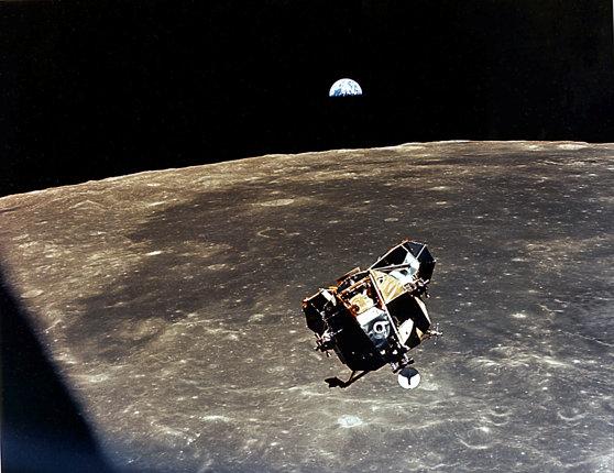 Imaginea articolului Chris Kraft, fostul director de misiuni spaţiale la NASA şi unul dintre oamenii cheie care au lucrat la programul Apollo, a murit