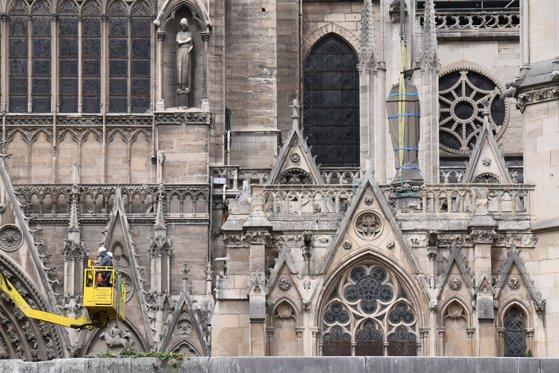 """Imaginea articolului Lucrările la şantierul Catedralei Notre-Dame, suspendate timp de """"câteva zile"""", din cauza poluării cu plumb"""