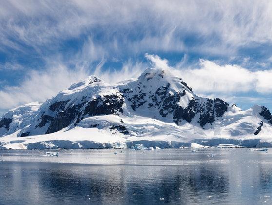 Imaginea articolului Primul gheţar dispărut din cauza schimbărilor climatice, comemorat în Islanda | FOTO, VIDEO