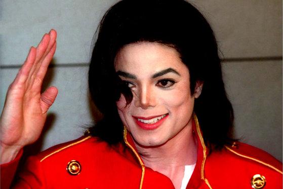 """Imaginea articolului Întrebările intime care l-au făcut pe Michael Jackson să PLÂNGĂ/ Discuţia purtată de artist cu actorul Marlon Brando: """"Nu îmi place nimeni de vârsta mea"""""""