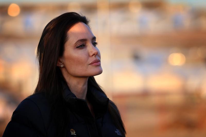 După ce a devenit editor colaborator la Time, Angelina Jolie face acum la BBC un program dedicat copiilor