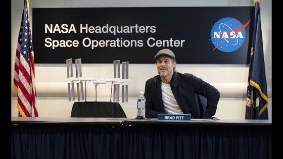 Imaginea articolului Convorbiri cu Brad Pitt în spaţiu: Despre ce a discutat celebrul actor cu un astronaut de pe Staţia Spaţială Internaţională   VIDEO