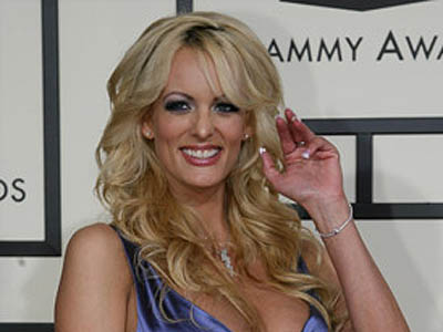 Imaginea articolului Actriţa porno Stormy Daniels va primi 450.000 de dolari pentru arestarea într-un club de striptease din Ohio