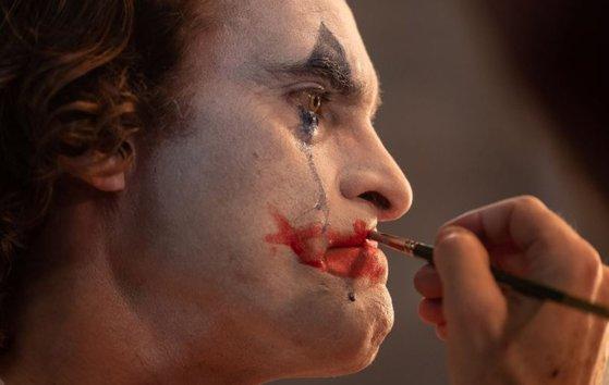 """Imaginea articolului """"Joker"""", cu Joaquin Phoenix, a debutat pe primul loc în box office-ul românesc"""