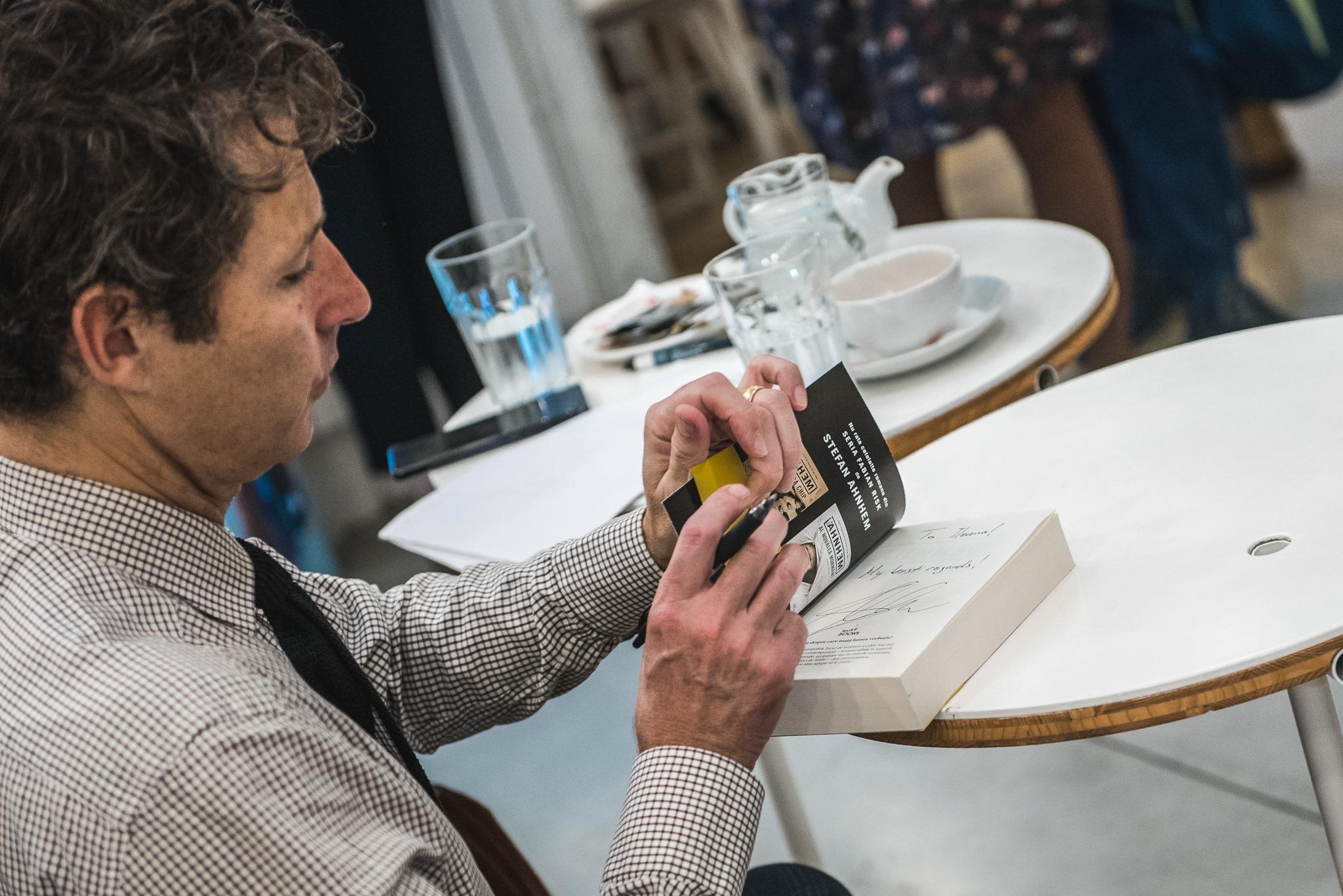 Interviu Scriitorul Suedez Stefan Ahnhem Cand Scrii O Carte E