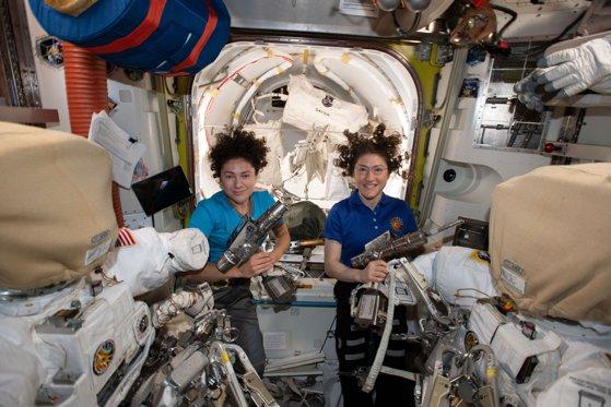 Imaginea articolului VIDEO | Prima misiune exclusiv feminină în afara Staţiei Spaţiale Internaţionale, un succes