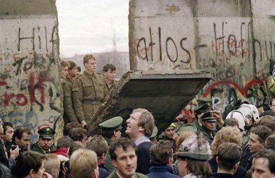 Imaginea articolului Astăzi se împlinesc 30 de ani de la căderea Zidului Berlinului. Momentul, sărbătorit de Google printr-un doodle special - FOTO