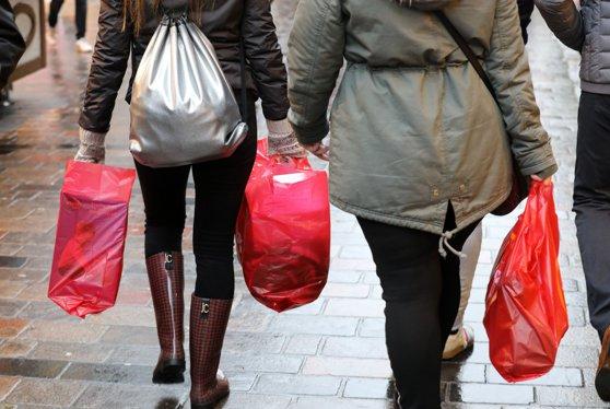 Imaginea articolului Sacoşele refolosibile din plastic fac mai mult rău decât bine mediului înconjurător. Avertismentul ecologiştilor