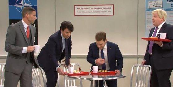 Imaginea articolului Român alungat de Macron, Johnson şi Trudeau din cantina NATO, în cel mai recent episod al Saturday Night Live. VIDEO