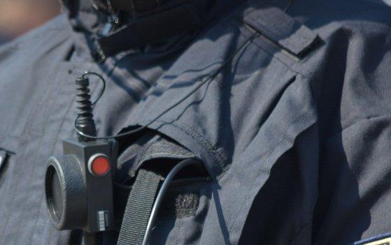 Imaginea articolului Un poliţist este acuzat că a atins într-o zonă intimă o femeie moartă. Incidentul tulburător, surprins de camera corporală | VIDEO