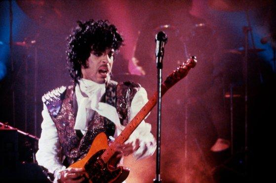 """Imaginea articolului Zeci de artişti celebri vor urca pe scena concertului dedicat lui Prince, """"Let's Go Crazy: The Grammy Salute to Prince"""""""