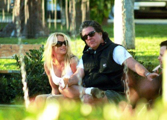 Pamela Anderson s-a căsătorit pentru a cincea oară. Cine este noul soţ al actriţei