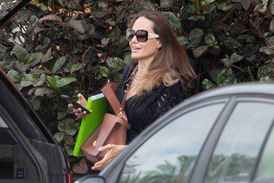 Emisiunea Angelinei Jolie, în ajutorul adolescenţilor. Ce vor putea învăţa tinerii