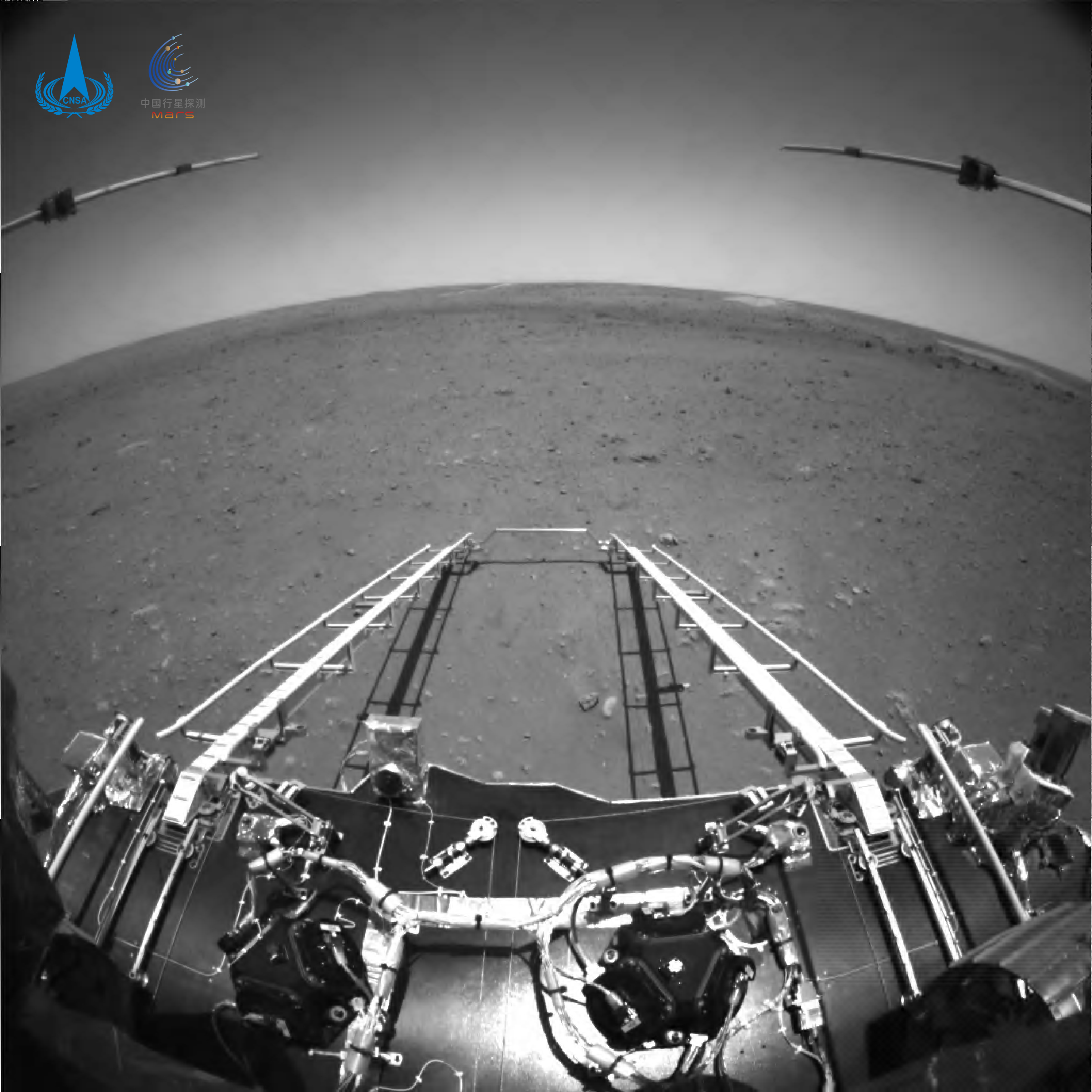 FOTO. Primele imagini realizate de roverul trimis de China pe Marte