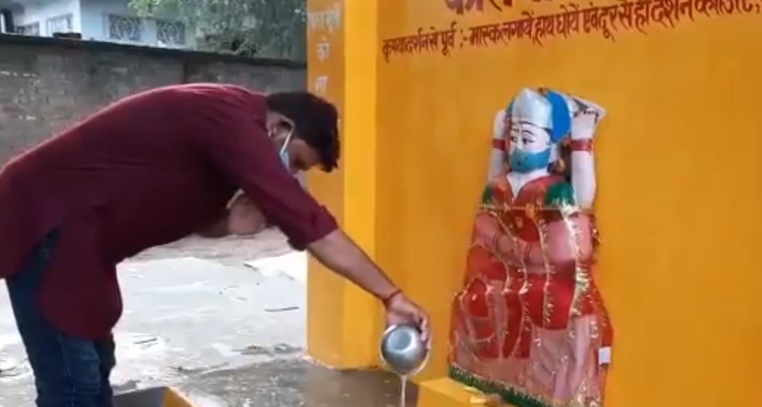 """Inedit: Localnicii dintr-un sat din India au ridicat un altar pentru """"zeiţa Corona"""". Ei se roagă la zeiţă pentru a-i feri de coronavirus"""