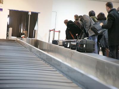 VIDEO Truc de călătorie pentru a avea mai multe bagaje în avion, fără a plăti în plus