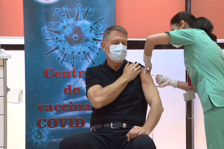 Imaginea articolului President Klaus Iohannis has received the first vaccine dose